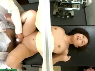 Порно азиатка на приеме у гинеколога